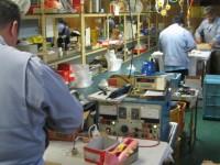 ラウンドコンベアを利用した照明器具の組立・検品